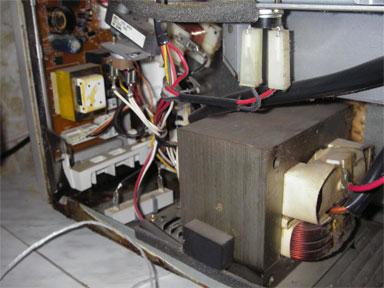 Микроволновка со снятой крышкой